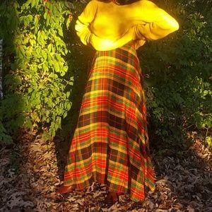 Dresses & Skirts - Pleated plaid skirt.